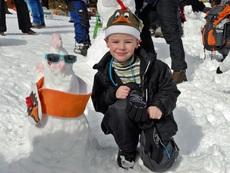 Биберони на шейни и DJ-снежен човек