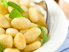 Картофени ньоки с масло и подправки