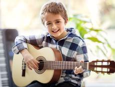 Как музикалните уроци развиват децата