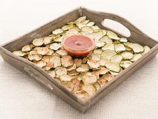 Печен чипс от тиквички с подправки