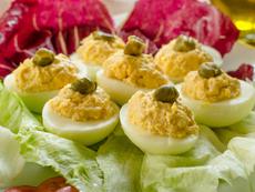 Пълнени яйца с риба тон