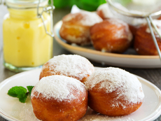 Меки бухтички с пудра захар