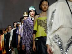 Геометрични десени и златен блясък от Prada за пролет/лято 2020
