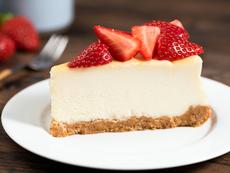 Чийзкейк с бял шоколад и ягоди