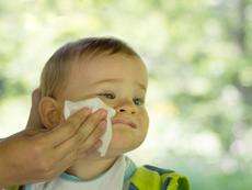 Алтернативни употреби на бебешките мокри кърпички