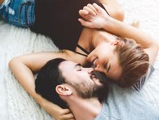 Признаци, че приятелят ви за секс е влюбен във вас