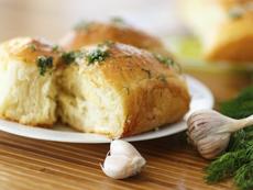Домашен чеснов хляб с билки