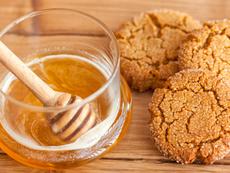 Медени сладки с кафява захар