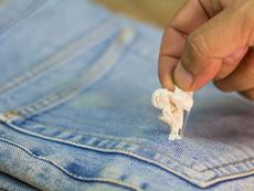 Лесни начини да премахнете дъвка от тъкани и повърхности
