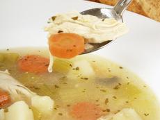 Бистра пилешка супа със зеленчуци
