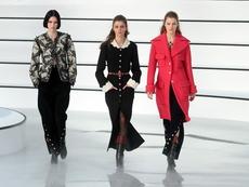 Перли, дантела и кавалерийски панталони от Chanel