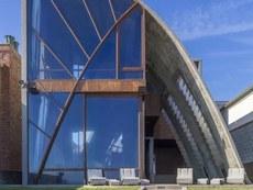 Едуард Нортън си купи архитектурен шедьовър в Малибу
