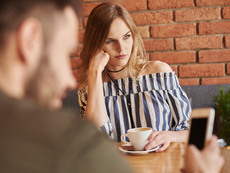 Неща, които да не споделяте на приятелките си за връзката ви