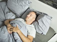 4 съвета за хора, спящи по гръб
