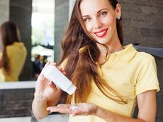 Вреден ли е сухият шампоан за косата и кожата?