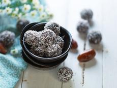 Бонбони с фурми и кокос