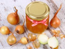 Комбинация от лук и мед помага при настинки и грип