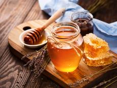5 ползи от консумацията на вода с мед