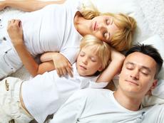 Как да отучите детето да спи между вас?