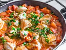 Пилешка яхния с целина, домати и моркови