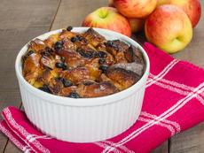 Козуначен пудинг с ябълки и ядки