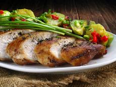 Мариновано пилешко с брюкселско зеле