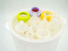 3 начина за стерилизиране на бебешко шише