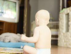 Каква е връзката между гледането на телевизия и проблемите в училище?