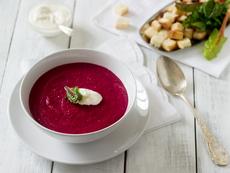 Студена супа с червено цвекло и сметана