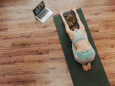 Отделете 15 минути за йога у дома (Видео)