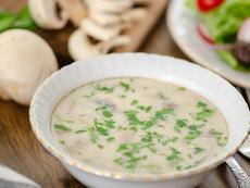 Гъбена крем супа с пиле и мащерка