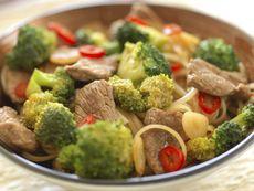 Говеждо със зеленчуци на тиган