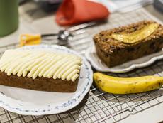 Бананов сладкиш с глазура от крема сирене