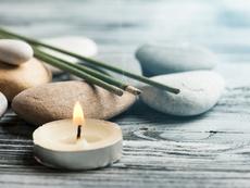 Ароматни пръчици със сандалово дърво – за добър сън и по-малко стрес