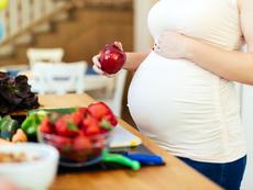 Защо е добре бременните да хапват ябълки