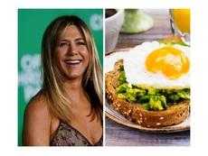 Рецептата на Дженифър Анистън за филийки с авокадо и яйца