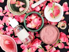 Прах от розов цвят прави кожата и косата по-здрави и красиви