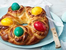 Великден. На конци и с шарени яйца