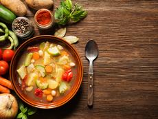 Пролетна зеленчукова супа