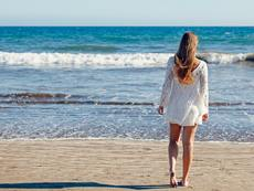 Как да предпазим косата от слънцето, солта и хлора през лятото?