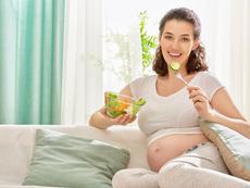 Как да потиснете неразположенията през бременността чрез хранене