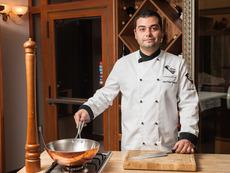 Шеф Петър Янков: Можеш да обиколиш пет страни само с една порция храна