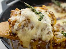 Пилешко с лук по френска рецепта