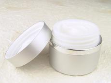 Как да си направите нощен антистареещ крем за лице?
