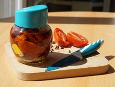 Видео рецепта: Сушени домати със зехтин