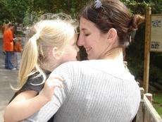 Как да повдигнете самочувствието на дъщеря си