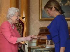 Десислава Радева избра тоалет в кралско синьо за срещата с Елизабет II