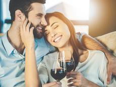 Двойките, които пият заедно, са по-щастливи