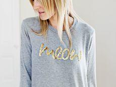 Блуза с декорация от златни пайети
