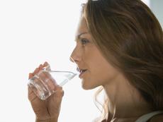 Пиенето на топла вода – лек в много отношения
